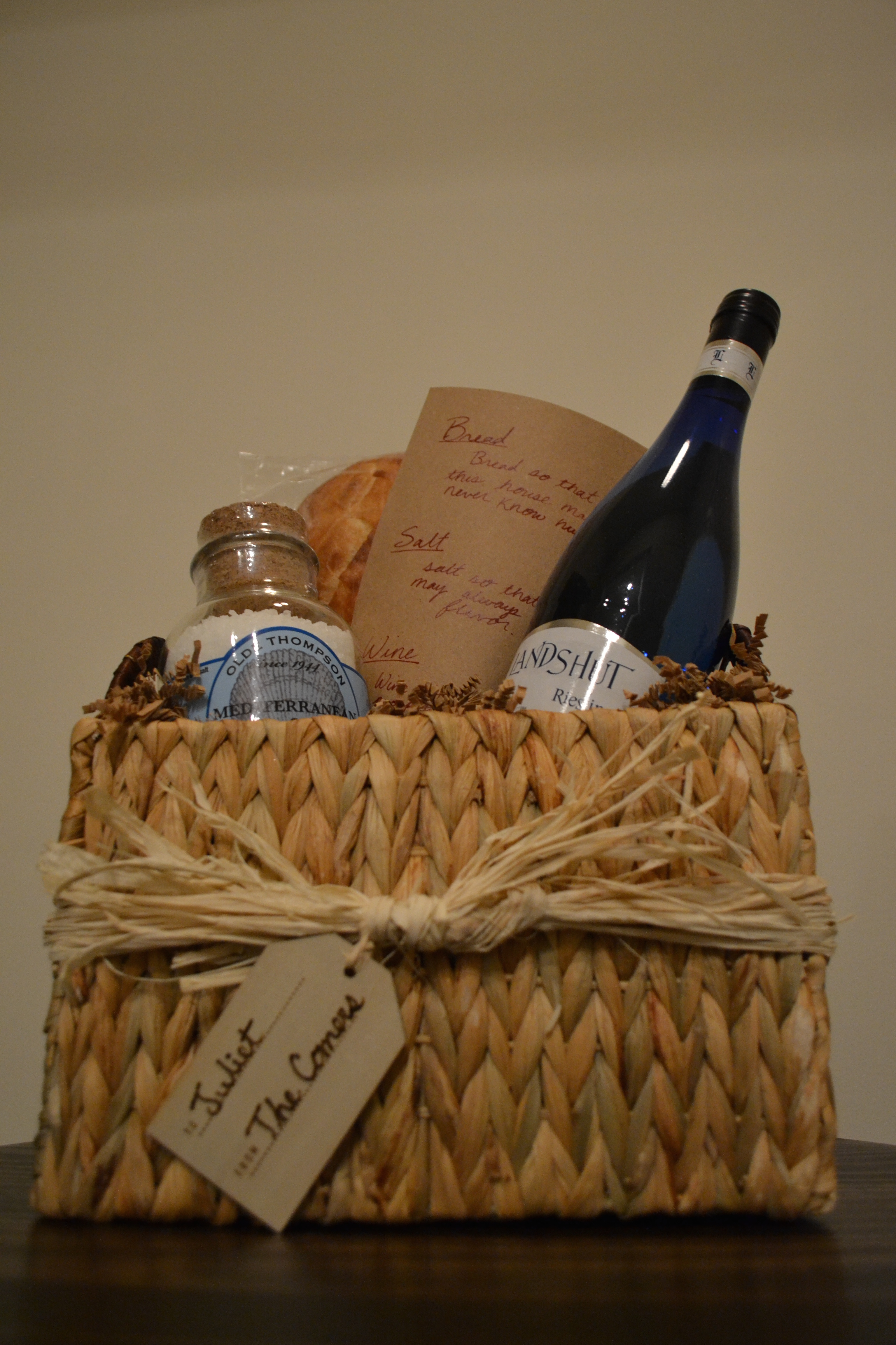 Housewarming gift basket wine gift ftempo for Best wine for housewarming gift